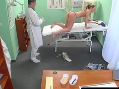 Adulterate massages and fucks babe not far from tug