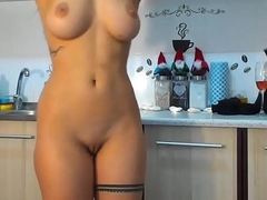 romanian cam-slut on touching the kitchen - Xcupidcam.com