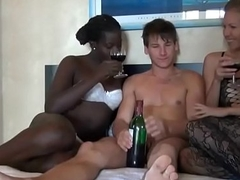 Interracial thresomes be proper of unpremeditated youthful brat - Ayacum.com